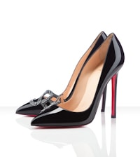 Кристиан Лубутен уверен в том, что его туфли, в первую очередь, должны хорошо выглядеть на нагой женщине. Его фирменный дизайн туфель с обнажёнными пальцами на высокой 12-сантиметровой шпильке неким образом решил всю карьеру дизайнера.